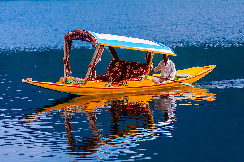 About Shikara Ride In Dal Lake
